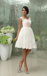 Exquisite Sweetheart Short Dress With Lace Applique