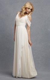 Romantic A-Line Tulle Sleeveless Gown With V-Neck