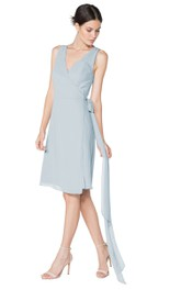 Sleeveless Elegant V-Neck Dress With Watteau Train