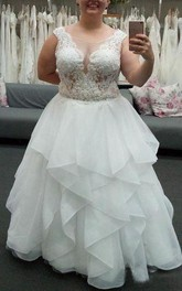 Elegant Plus Size Sleeveless Applique Zipper Ruched Lace Top Bridal Dress