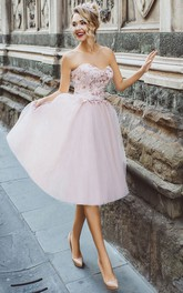 A-Line Knee-Length Sweetheart Sleeveless Tulle Appliques Pleats Lace-Up Dress