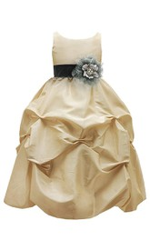 Sleeveless A-line Ruffled Dress With Flowers and Bow