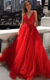 Elegant Lace Tulle Ball Gown V-neck Sleeveless Prom Dress With Appliques Beading