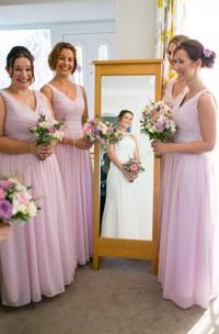 A-line Floor-length V-neck Sleeveless Zipper Chiffon Dress