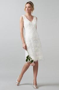 Midi V-Neck Appliqued Lace Wedding Dress With V Back